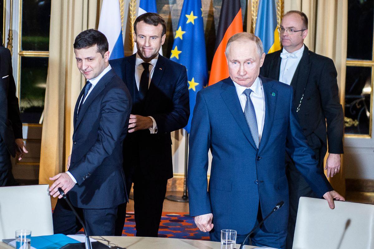 The Kremlin cat meets the Kiev canary