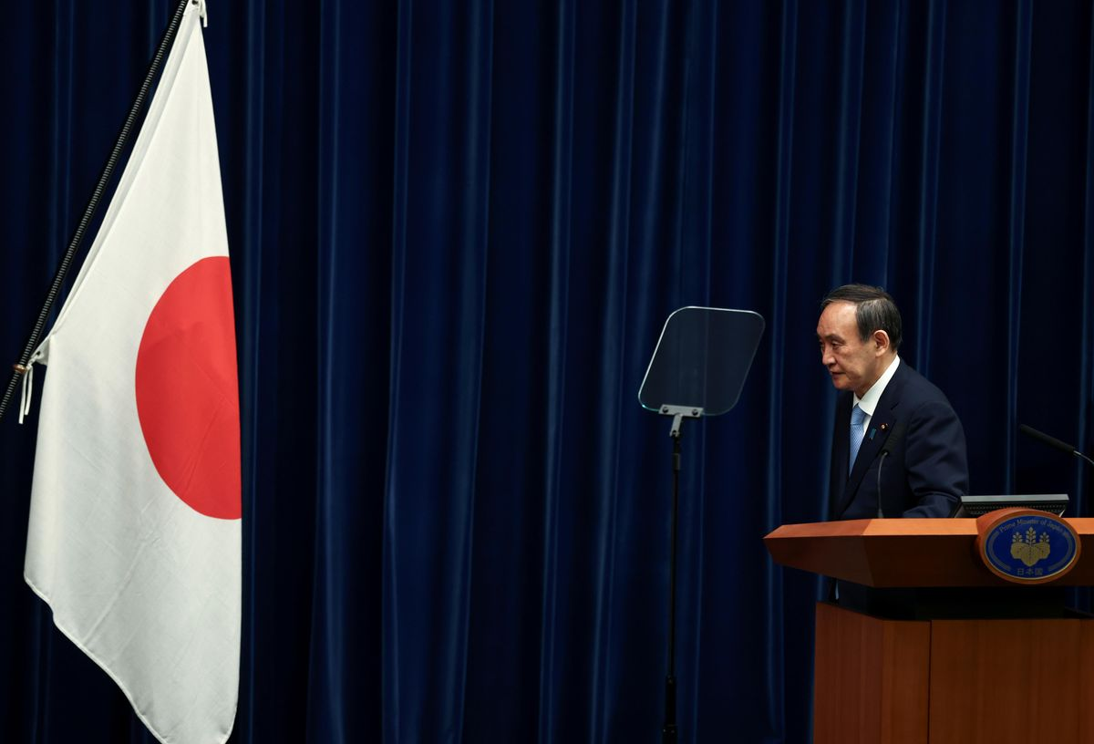 apan's Prime Minister Yoshihide Suga bows in front of the national flag at a news conference after the government's decision to exted a state of emergency amid coronavirus disease (COVID-19) pandemic, at the prime minister's official residence in Tokyo, Japan May 28, 2021