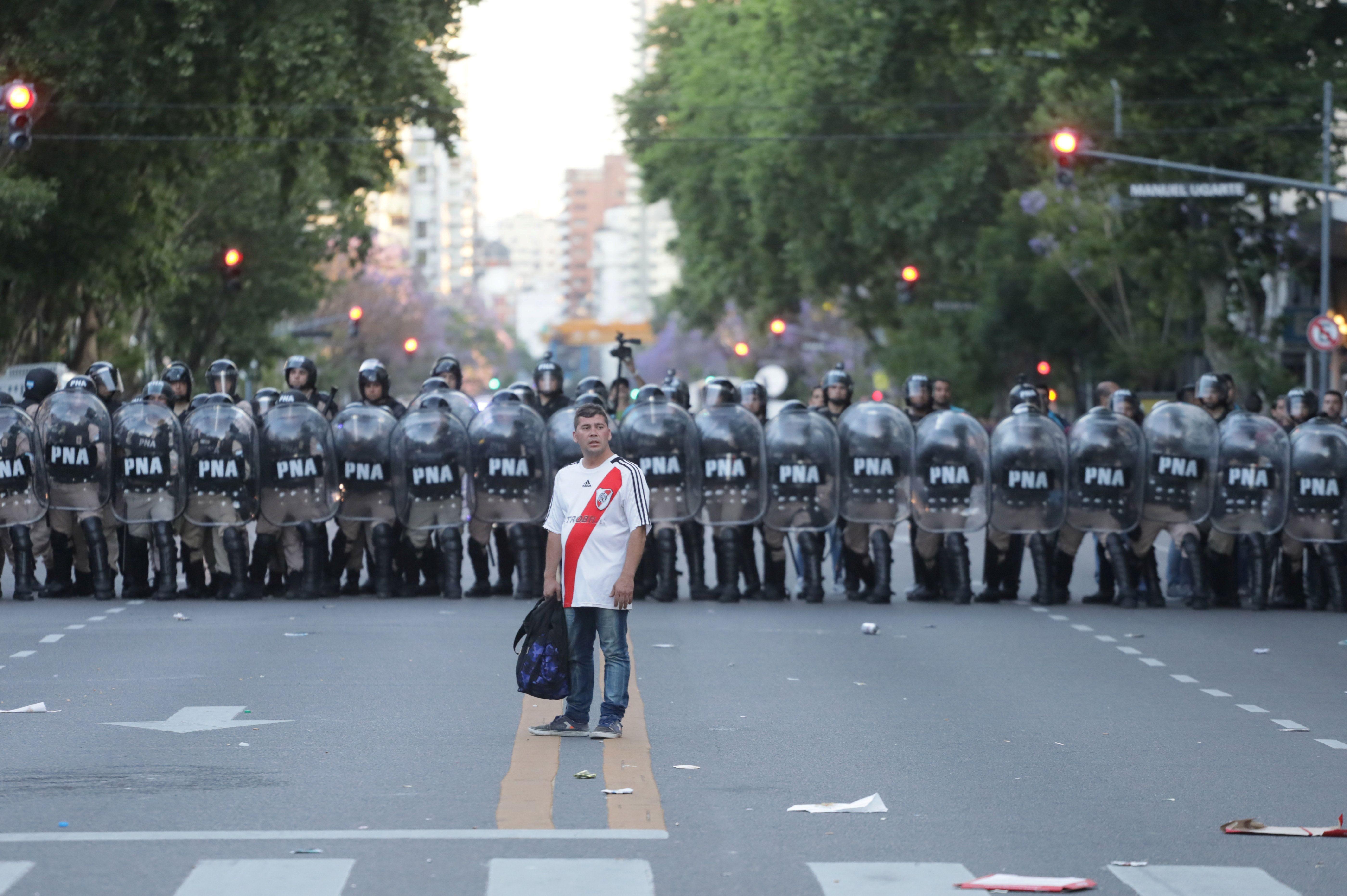 FÚTBOL FIASCO: ARGENTINA AT A CROSSROADS