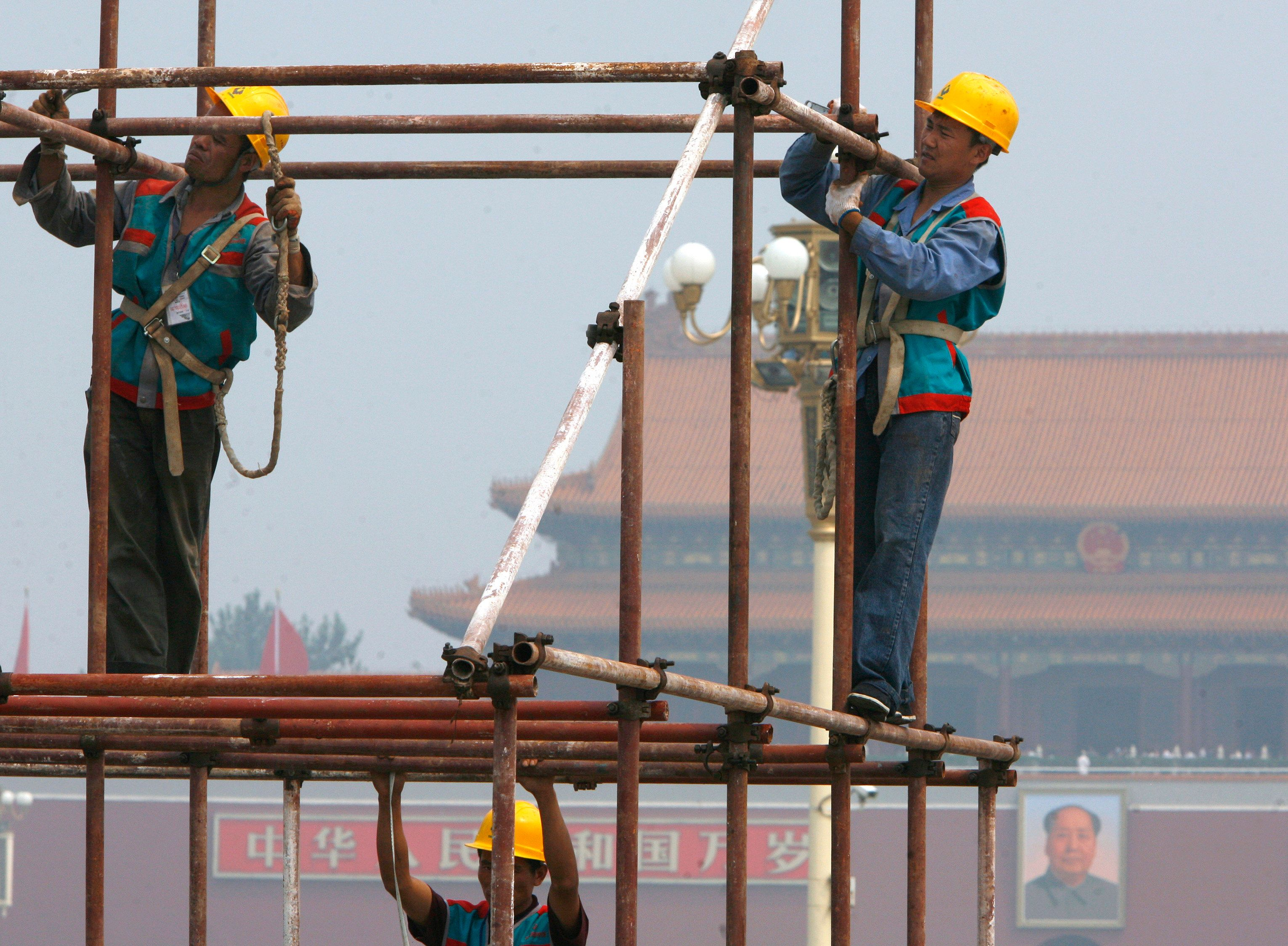 Hard Numbers: China's economy expands, US prisoners decline, Tunisian PM quits, Hindu pilgrims go to Kashmir