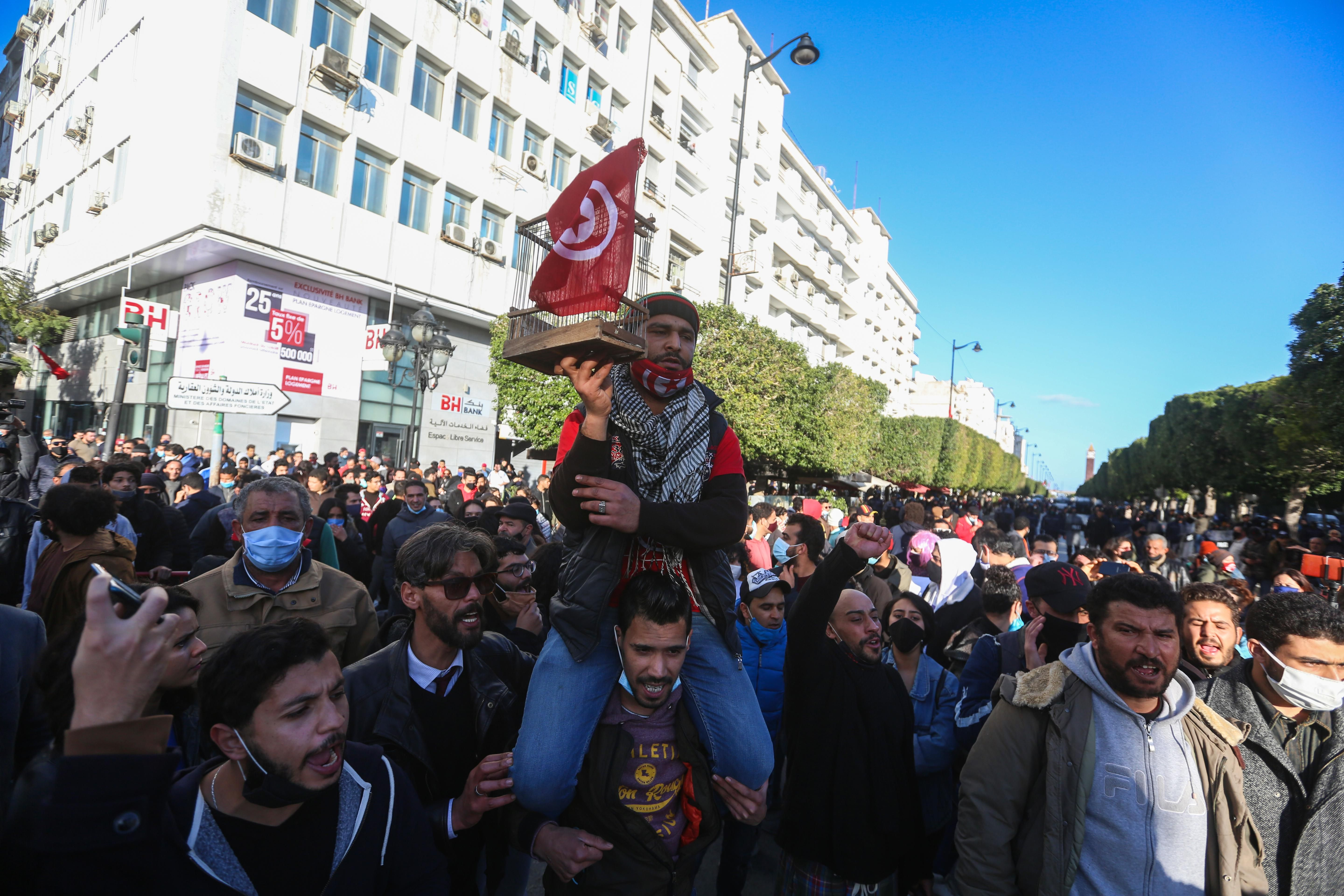 Protesters demand fall of the regime in Tunisia. Reuters