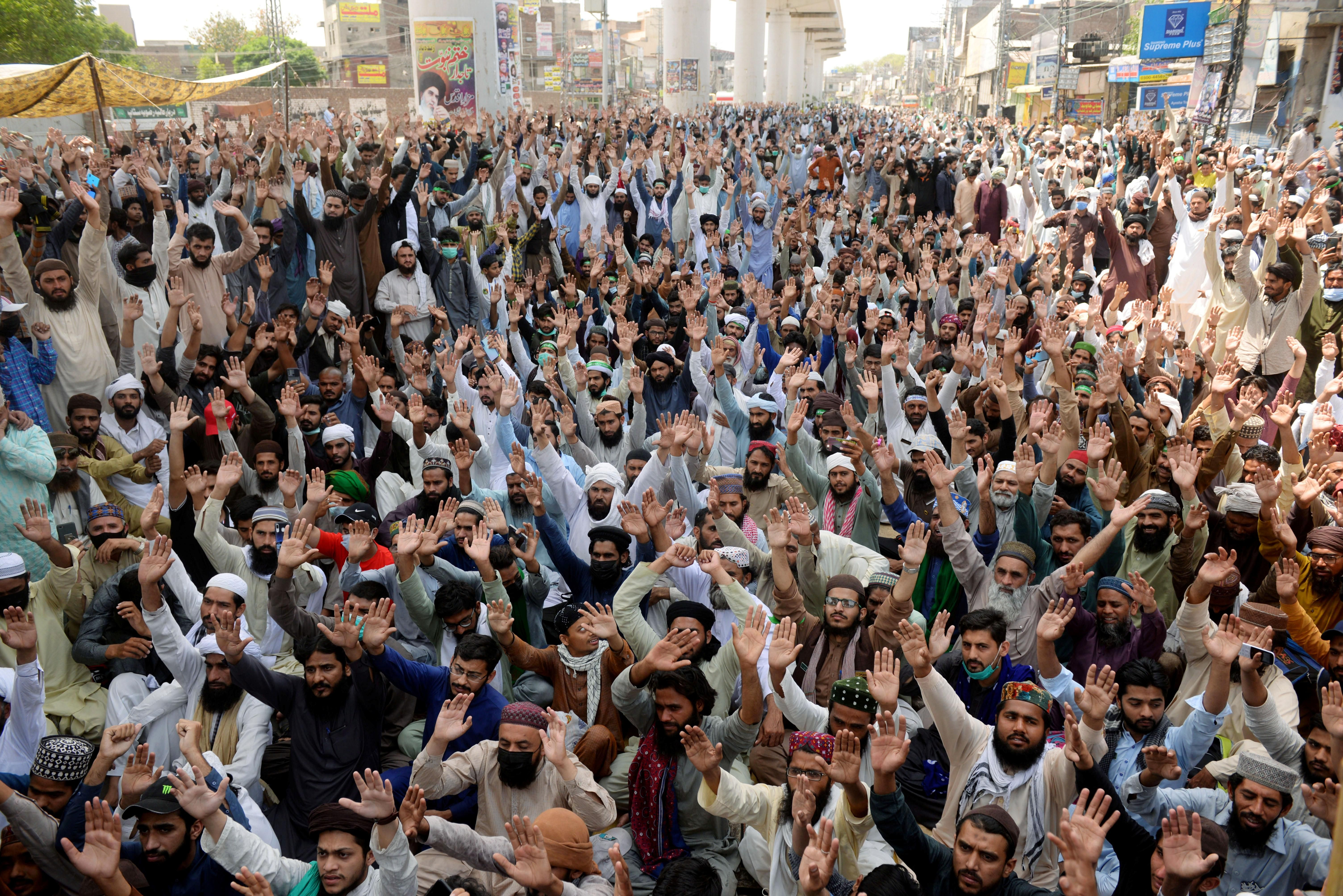 Supporters of the banned Islamist political party Tehrik-e-Labaik Pakistan (TLP) chant slogans during a protest in Lahore, Pakistan April 19, 2021.